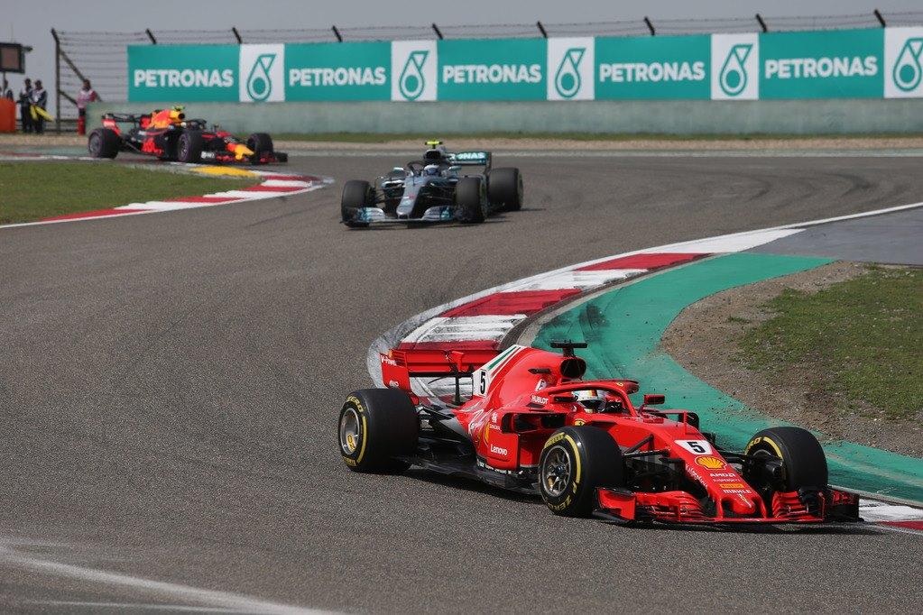 """F1   Vettel """"levati"""" un po', per piacere!"""