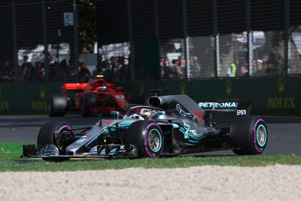 Gp Bahrain, Hamilton sostituisce il cambio, partirà 5 posizioni dietro