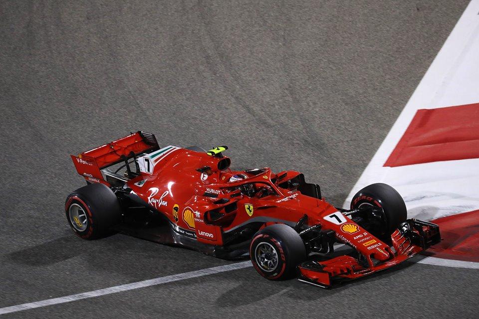 Formula 1, Vettel in pole in Cina. Prima fila tutta Ferrari