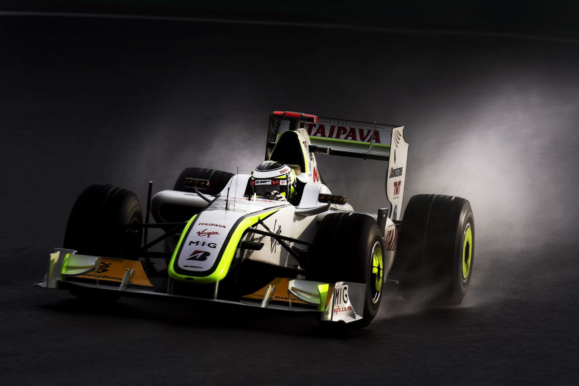 JENSON BUTTON 2009 WORLD CHAMPION, Brazilian Grand Prix - Saturday Interlagos, Sao Paulo, Brazil. 17th October 2009. Jenson Button, Brawn GP BGP001 Mercedes. Action. World Copyright: Steven Tee/LAT Photographic ref: Digital Image _95U7537A