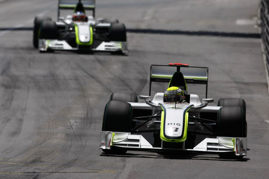 JENSON BUTTON 2009 WORLD CHAMPION, 2009 Monaco Grand Prix - Domenica Monte Carlo, Monaco 24th May 2009 Jenson Button, Brawn GP BGP001 Mercedes davanti a Rubens Barrichello, Brawn GP BGP001 Mercedes. Action. World Copyright: Charles Coates/LAT Photographic ref: Digital Image _26Y6374