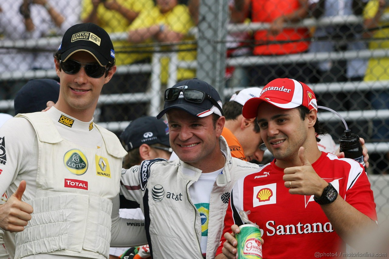 GP BRASILE, 27.11.2011- Bruno Senna (BRA), Lotus Renault GP R31, Rubens Barrichello (BRA), Williams FW33 e Felipe Massa (BRA), Ferrari, F-150 Italia at drivers parade