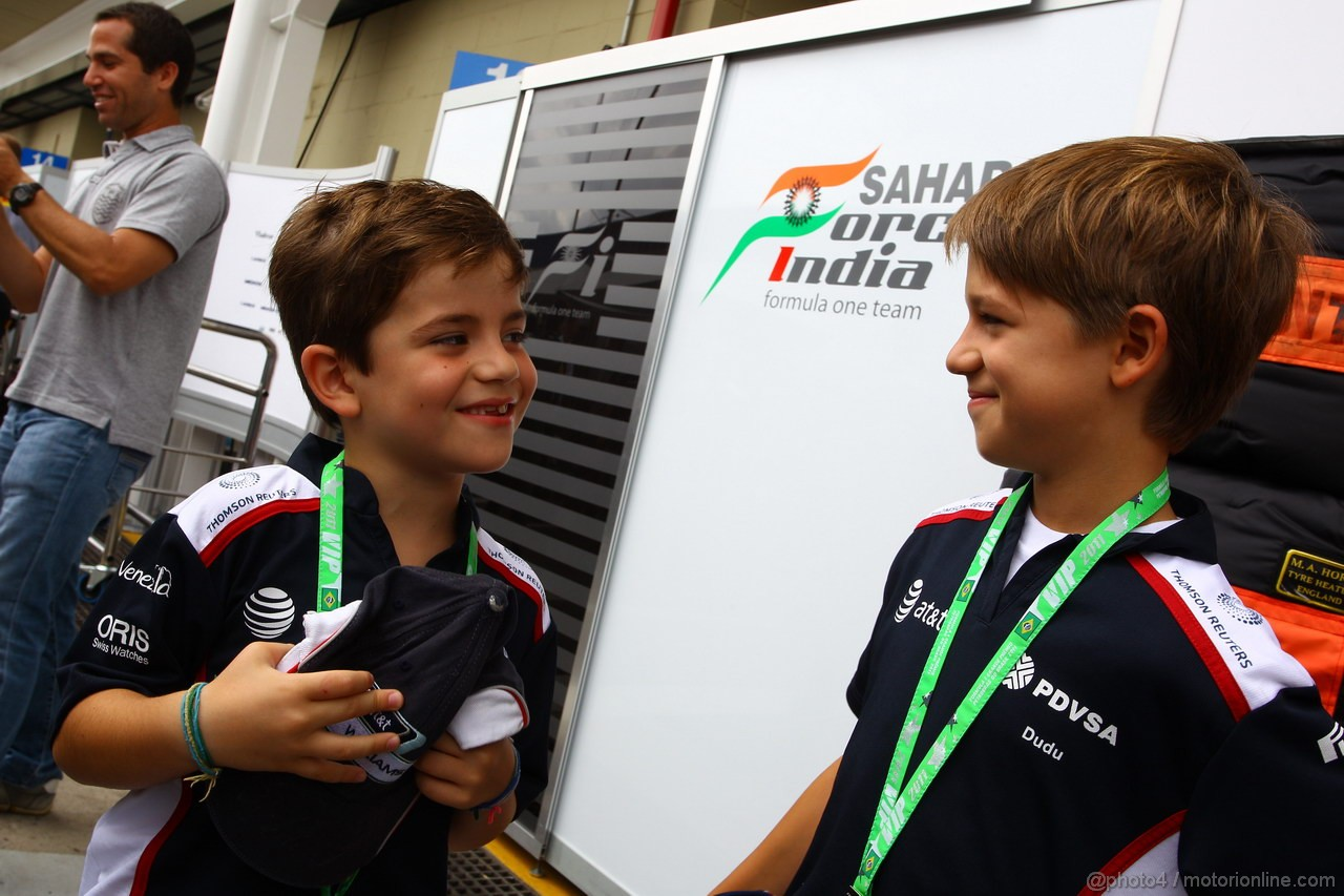 GP BRASILE, 27.11.2011- Fernando e Eduardo, sons of Rubens Barrichello (BRA), Williams FW33