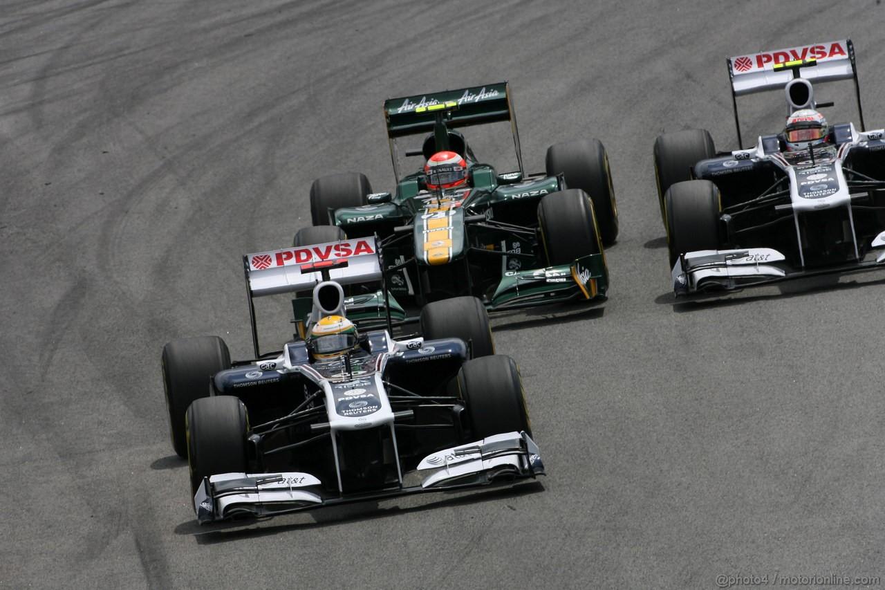 GP BRASILE, 27.11.2011- Gara, Rubens Barrichello (BRA), Williams FW33, Jarno Trulli (ITA), Team Lotus, TL11 e Pastor Maldonado (VEN), Williams FW33