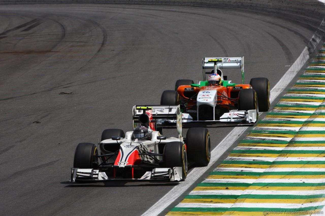 GP BRASILE, 27.11.2011- Gara, Vitantonio Liuzzi (ITA), HRT Formula One Team e Paul di Resta (GBR) Force India VJM04