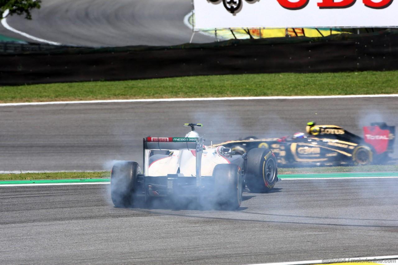 GP BRASILE, 27.11.2011- Gara, Sergio P�rez (MEX), Sauber F1 Team C30 spins