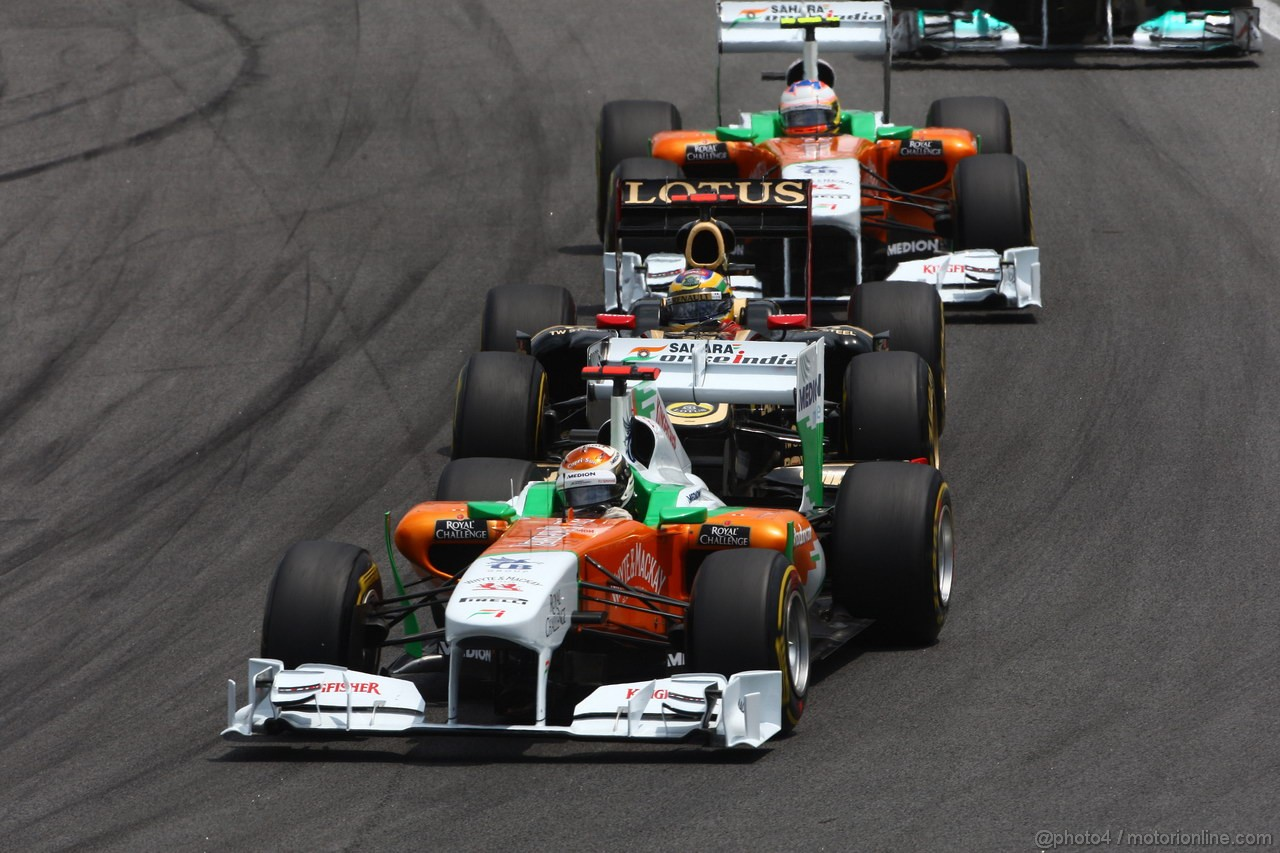 GP BRASILE, 27.11.2011- Gara, Adrian Sutil (GER), Force India F1 Team, VJM04, Bruno Senna (BRA), Lotus Renault GP R31 e Paul di Resta (GBR) Force India VJM04