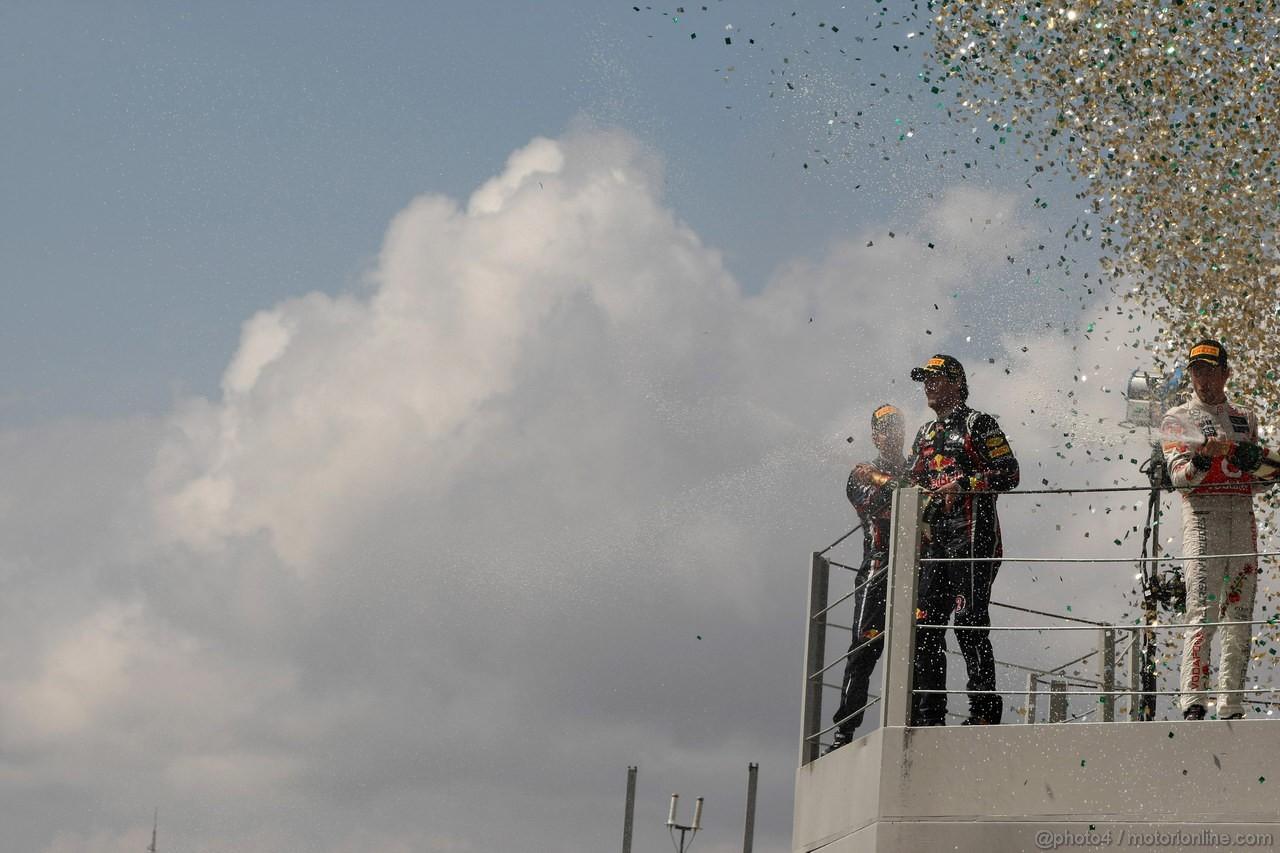 GP BRASILE, 27.11.2011- Gara, Mark Webber (AUS), Red Bull Racing, RB7 vincitore, Sebastian Vettel (GER), Red Bull Racing, RB7 secondo e Jenson Button (GBR), McLaren  Mercedes, MP4-26 terzo