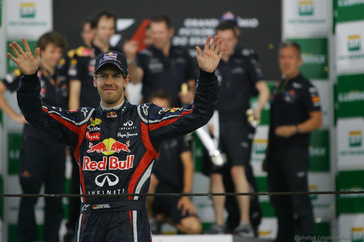 GP BRASILE, 27.11.2011- Gara, Sebastian Vettel (GER), Red Bull Racing, RB7 World Champion