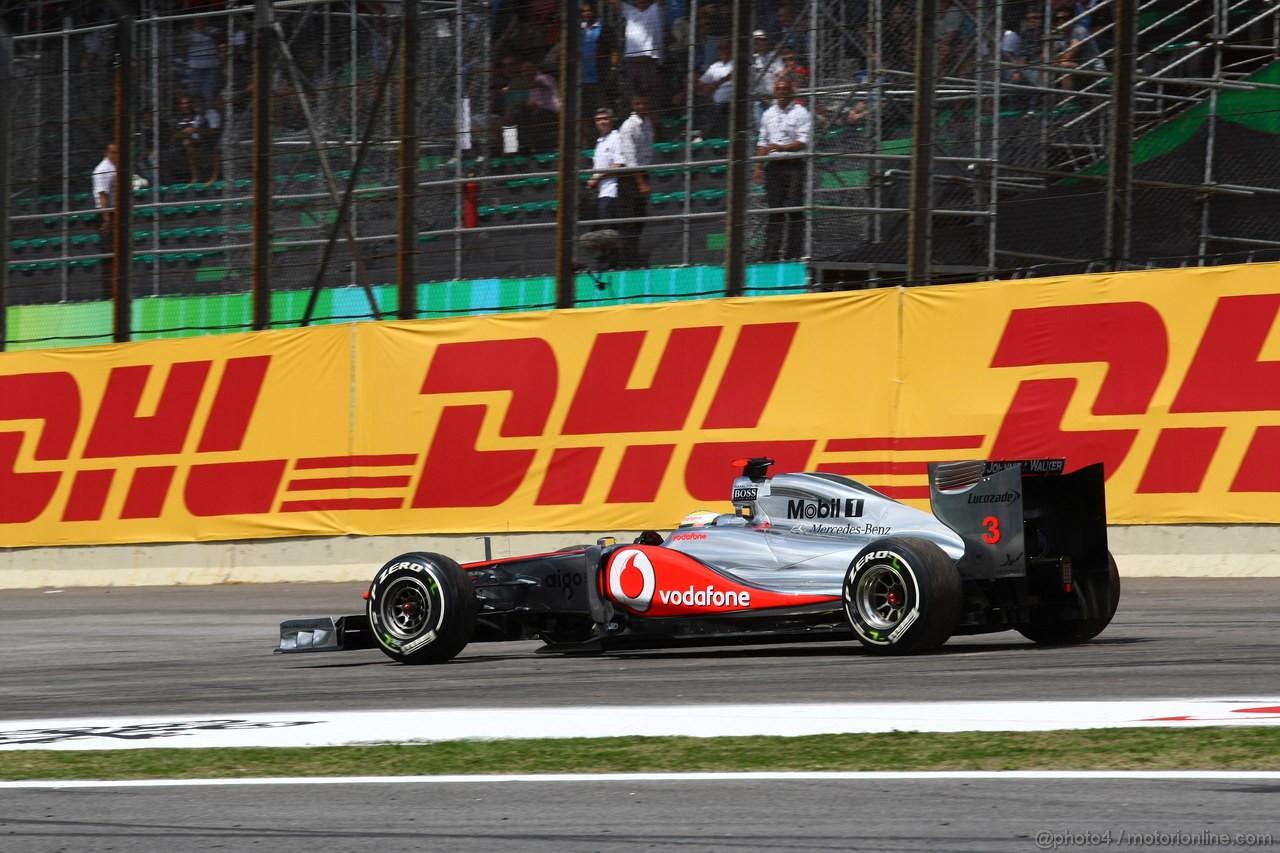 GP BRASILE, 27.11.2011- Gara, Lewis Hamilton (GBR), McLaren  Mercedes, MP4-26 retires from the race