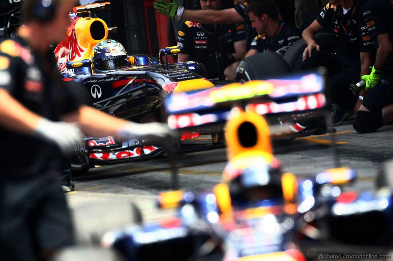 GP BRASILE, 26.11.2011- Prove Libere 3, Sabato, Sebastian Vettel (GER), Red Bull Racing, RB7 e Mark Webber (AUS), Red Bull Racing, RB7