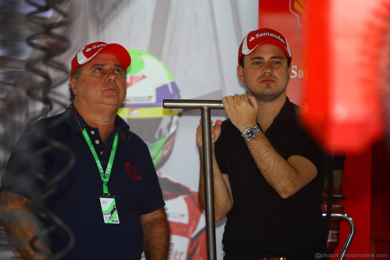 GP BRASILE, 26.11.2011- Prove Libere 3, Sabato, Luis Antonio Massa (BRA), father of Felipe Massa (BRA) e Dudu Massa (BRA), brother of Felipe Massa (BRA), Ferrari, F-150 Italia