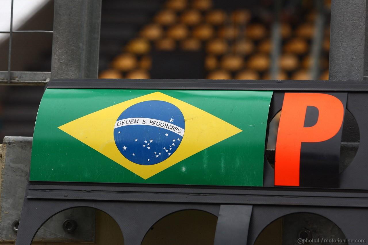 GP BRASILE, 26.11.2011- Qualifiche, Atmosphere, Brazilian flag
