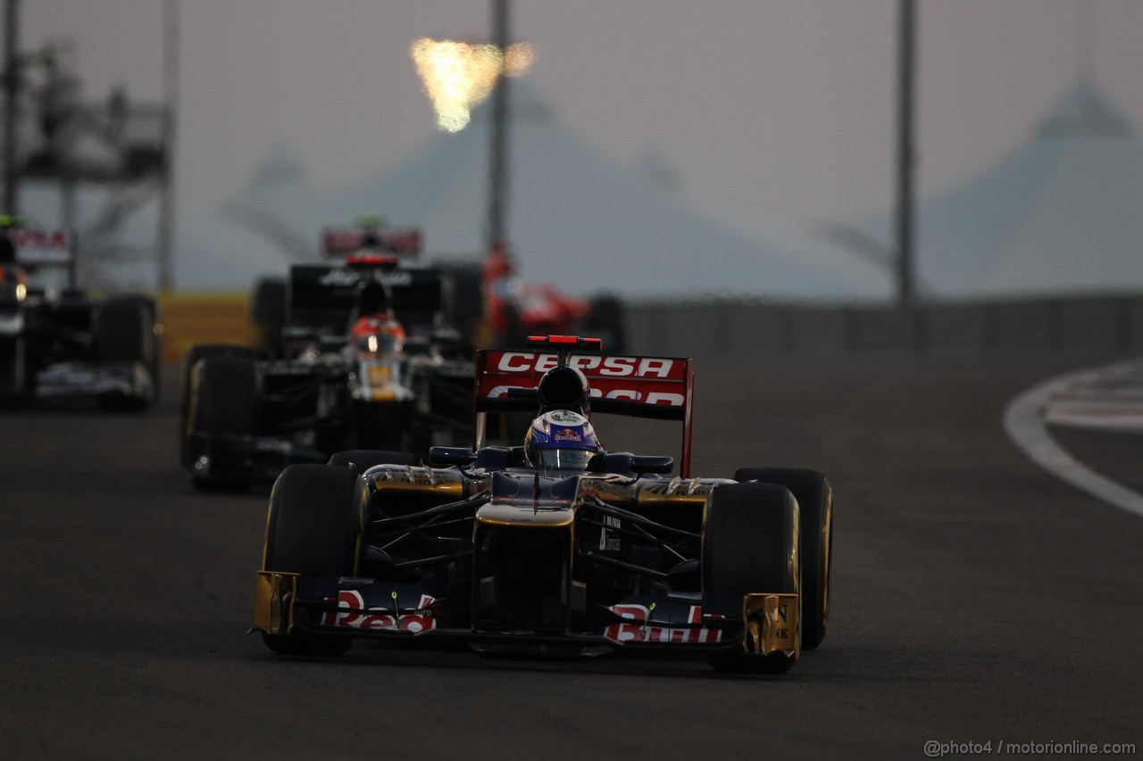 GP ABU DHABI, Gara: Daniel Ricciardo (AUS) Scuderia Toro Rosso STR7
