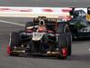 GP BAHRAIN, 22.04.2012- Gara, Romain Grosjean (FRA) Lotus F1 Team E20 davanti a Heikki Kovalainen (FIN) Caterham F1 Team CT01
