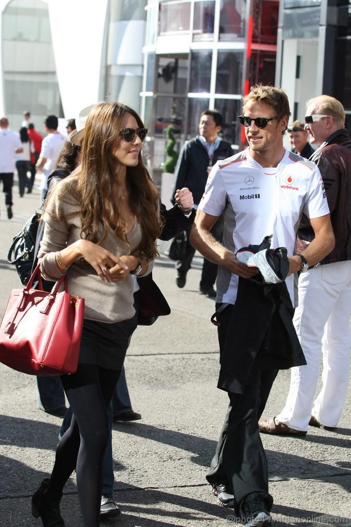 GP BELGIO, 02.09.2012- Jenson Button (GBR) McLaren Mercedes MP4-27 e Domenica Jessica Michibata (GBR)