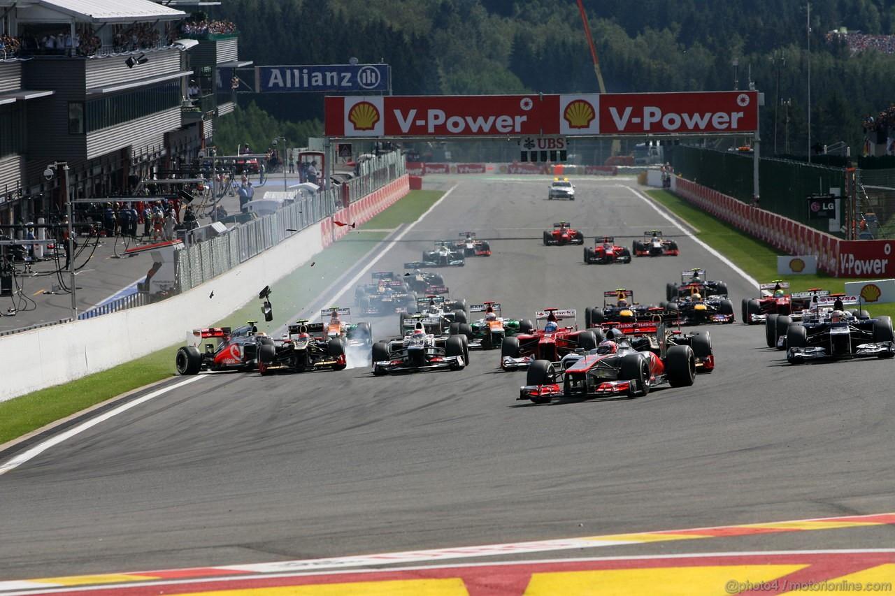 GP BELGIO, 02.09.2012- Gara, Start of the race, Crash, Romain Grosjean (FRA) Lotus F1 Team E20 e Lewis Hamilton (GBR) McLaren Mercedes MP4-27