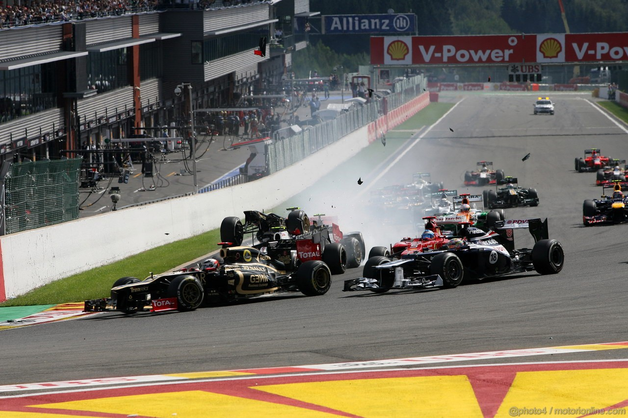 GP BELGIO, 02.09.2012- Gara, Start of the race, Crash, Romain Grosjean (FRA) Lotus F1 Team E20