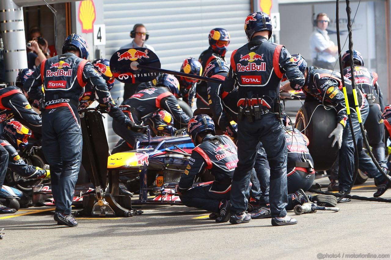 GP BELGIO, 02.09.2012- Gara, Pit Stop, Mark Webber (AUS) Red Bull Racing RB8