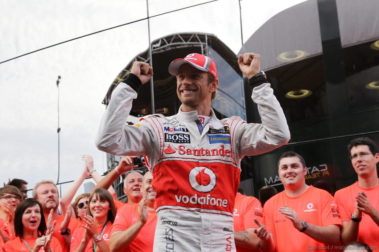 GP BELGIO, 02.09.2012- Gara, Festeggiamenti, Jenson Button (GBR) McLaren Mercedes MP4-27 vincitore