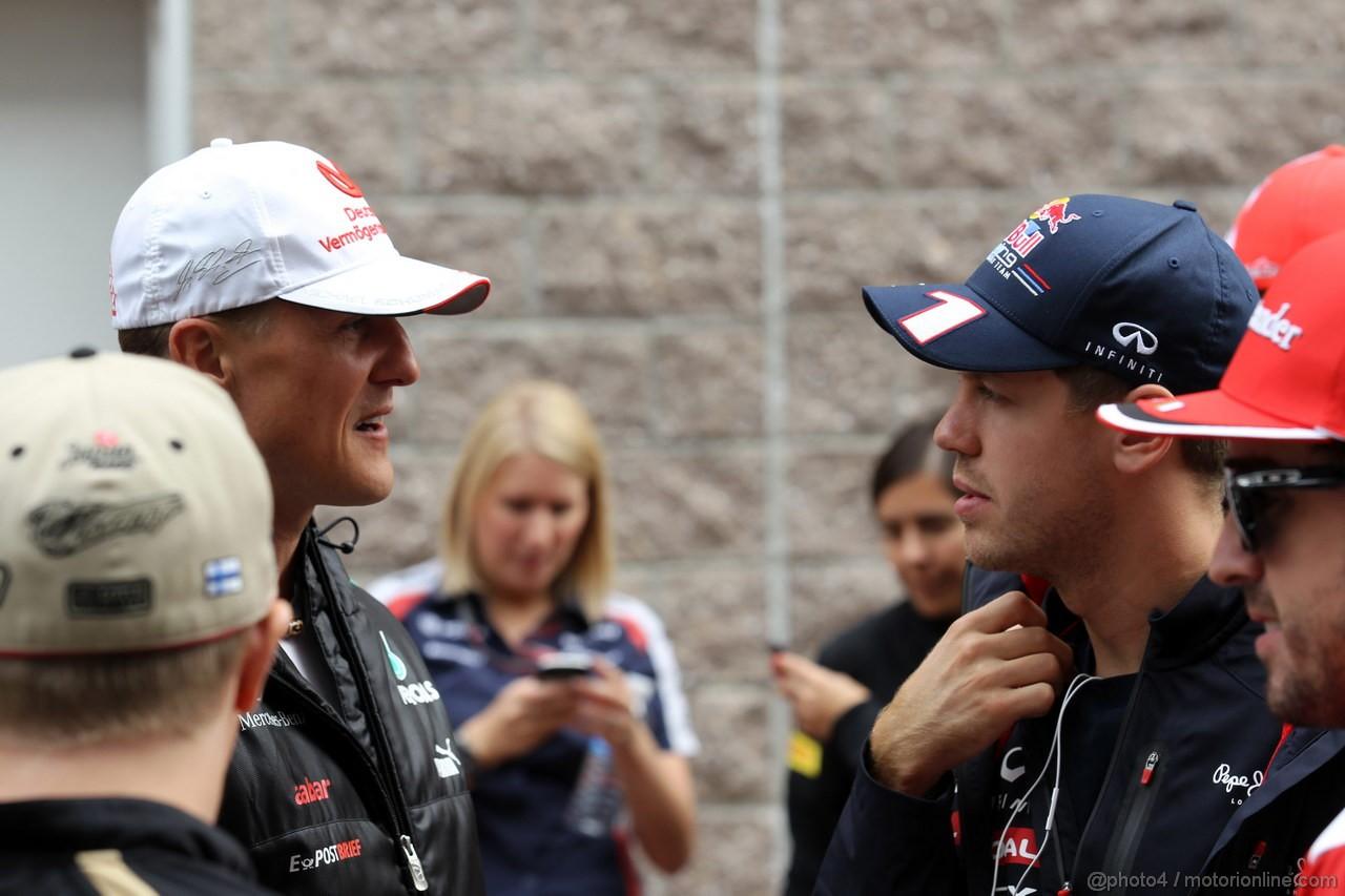 GP COREA, 14.10.2012- Michael Schumacher (GER) Mercedes AMG F1 W03 e Sebastian Vettel (GER) Red Bull Racing RB8