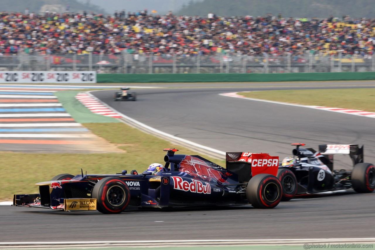 GP COREA, 14.10.2012- Gara, Daniel Ricciardo (AUS) Scuderia Toro Rosso STR7 e Pastor Maldonado (VEN) Williams F1 Team FW34