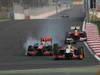 GP COREA, 14.10.2012- Gara, Lewis Hamilton (GBR) McLaren Mercedes MP4-27 e Narain Karthikeyan (IND) HRT Formula 1 Team F112