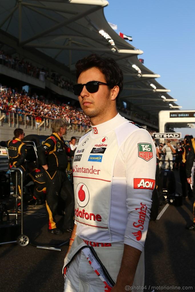 GP ABU DHABI, 03.11.2013- Gara, Sergio Perez (MEX) McLaren MP4-28