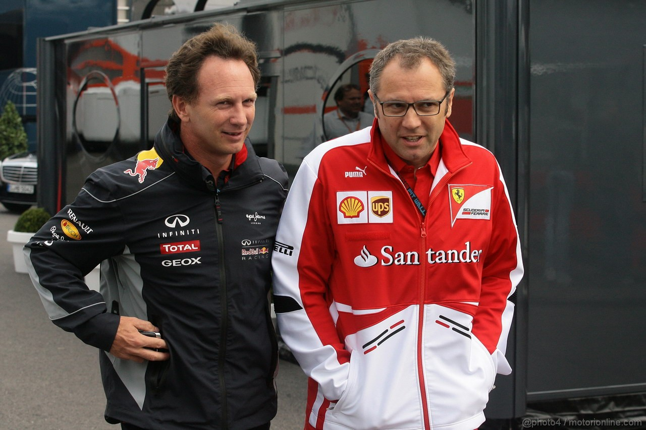GP BELGIO, 25.08.2013- Christian Horner (GBR), Red Bull Racing, Sporting Director e Stefano Domenicali (ITA), Team Principal