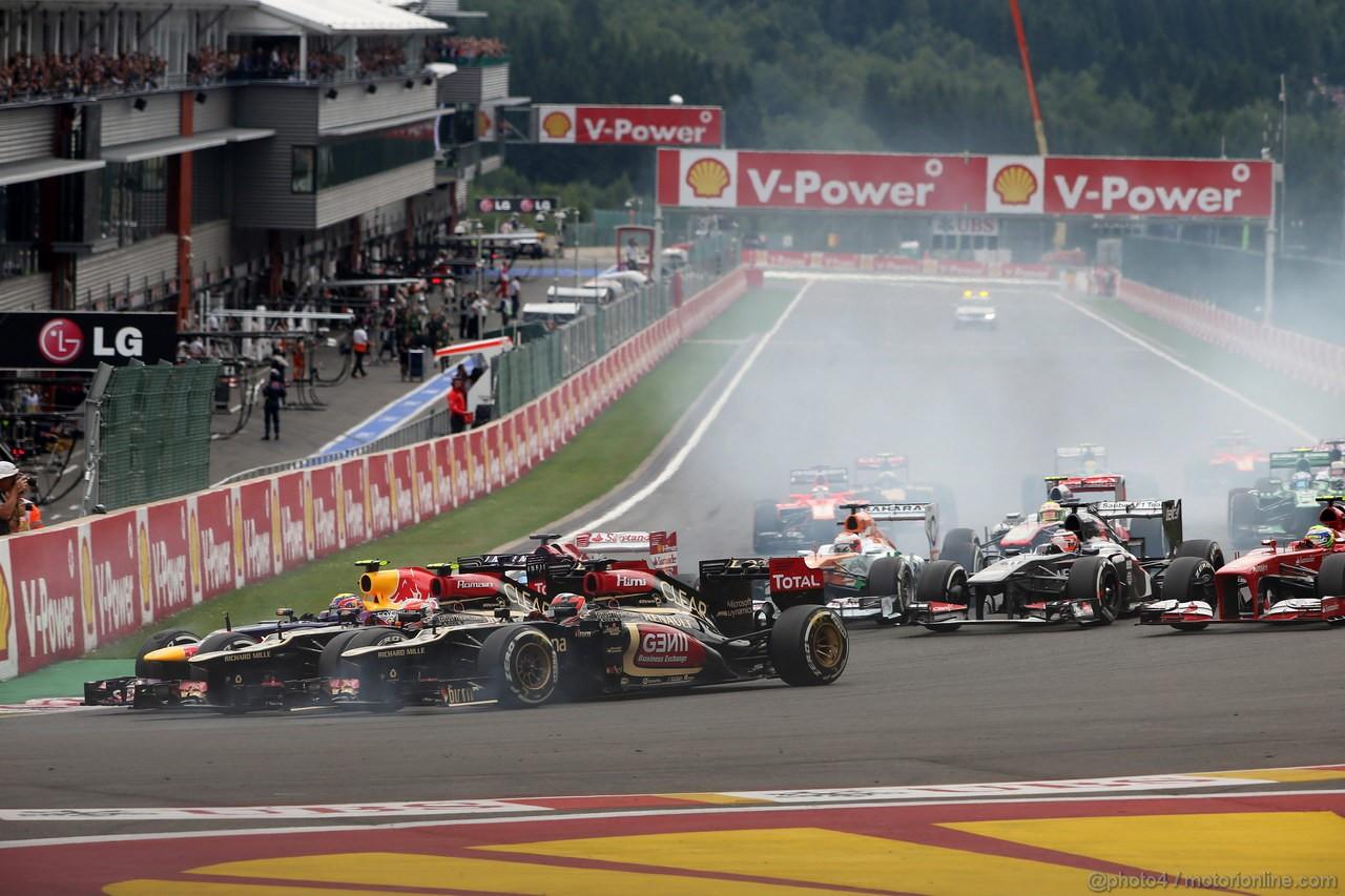 GP BELGIO, 25.08.2013-  Gara, Start of the race, Kimi Raikkonen (FIN) Lotus F1 Team E21, rj e Jenson Button (GBR) McLaren Mercedes MP4-28