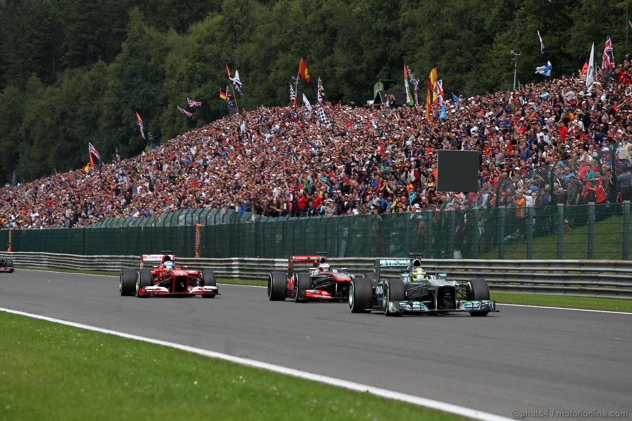 GP BELGIO, 25.08.2013-  Gara, Nico Rosberg (GER) Mercedes AMG F1 W04 davanti a Jenson Button (GBR) McLaren Mercedes MP4-28