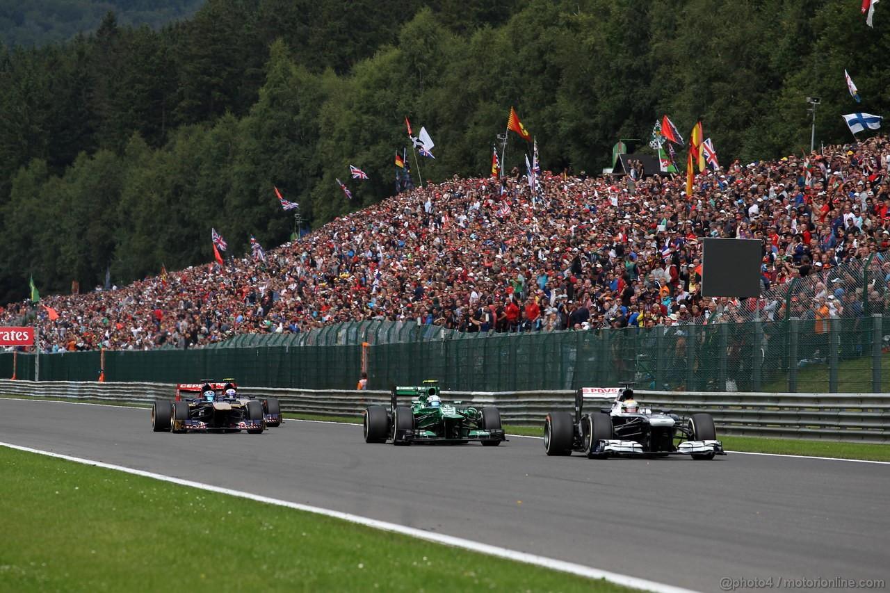 GP BELGIO, 25.08.2013-  Gara, Pastor Maldonado (VEN) Williams F1 Team FW35 davanti a Giedo Van der Garde (NED), Caterham F1 Team CT03