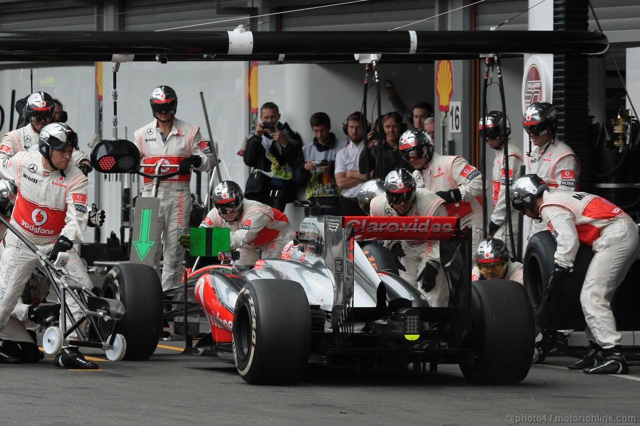 GP BELGIO, 25.08.2013-  Gara, Pit stop, Jenson Button (GBR) McLaren Mercedes MP4-28