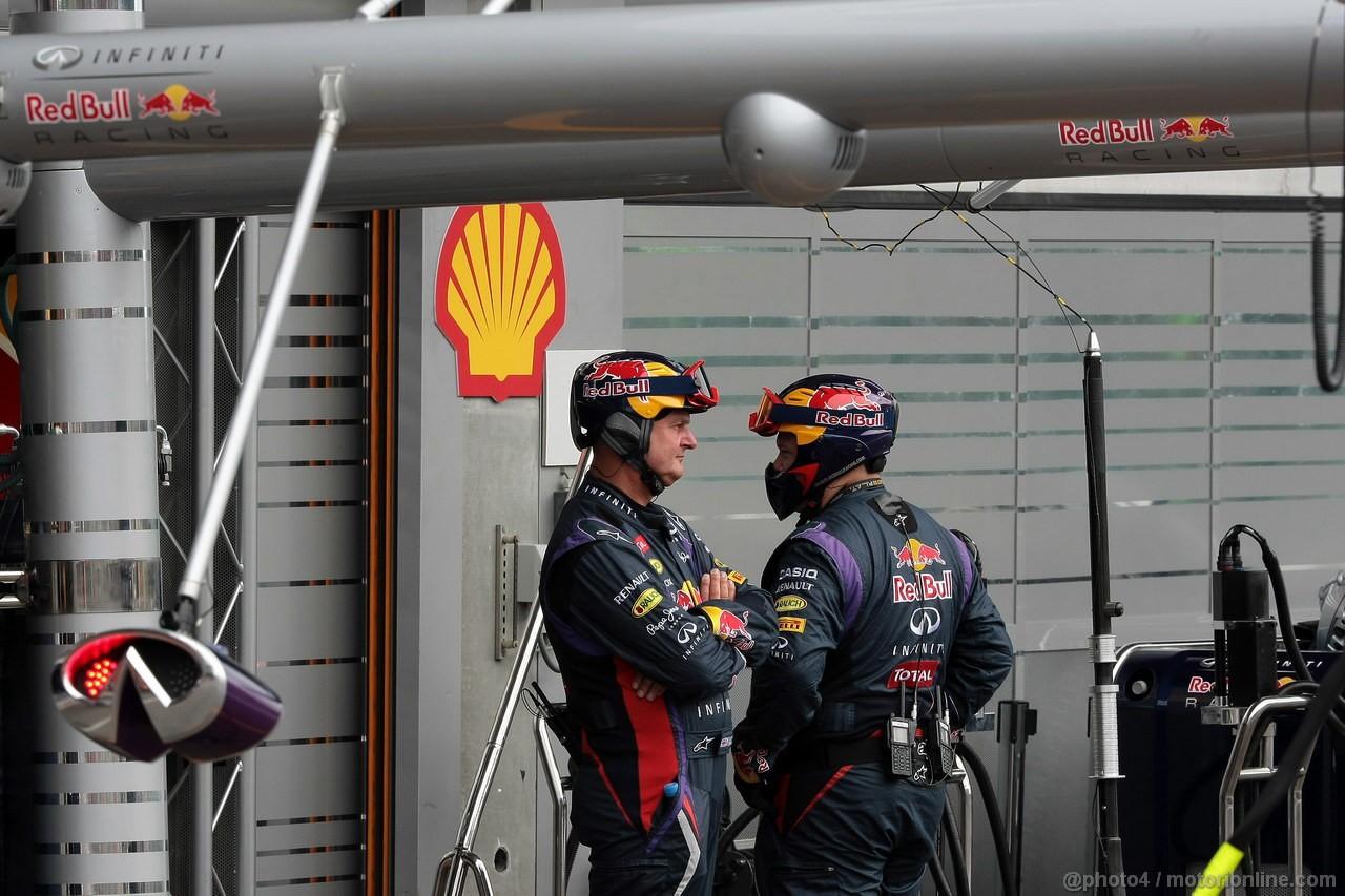 GP BELGIO, 25.08.2013-  Gara, Mechanics Red Bull