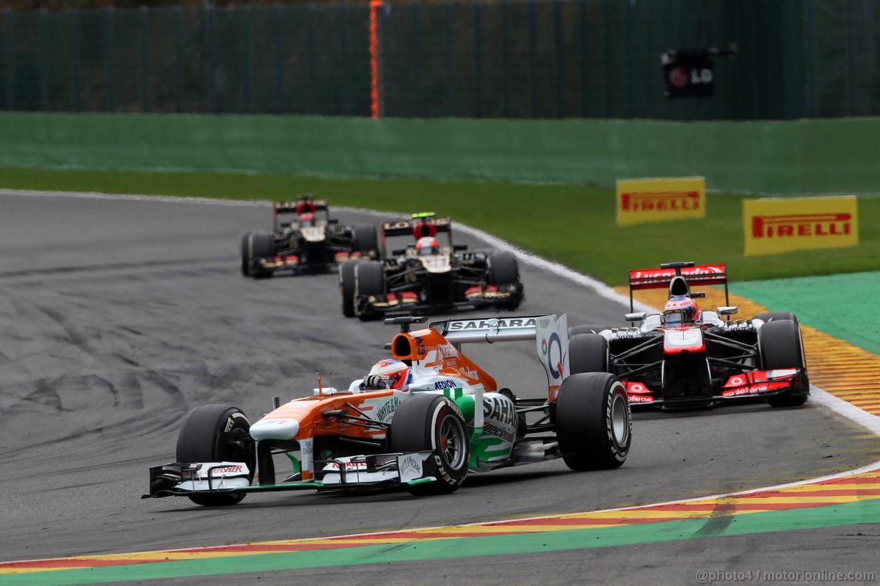 GP BELGIO, 25.08.2013-  Gara, Paul di Resta (GBR) Sahara Force India F1 Team VJM06 davanti a Jenson Button (GBR) McLaren Mercedes MP4-28