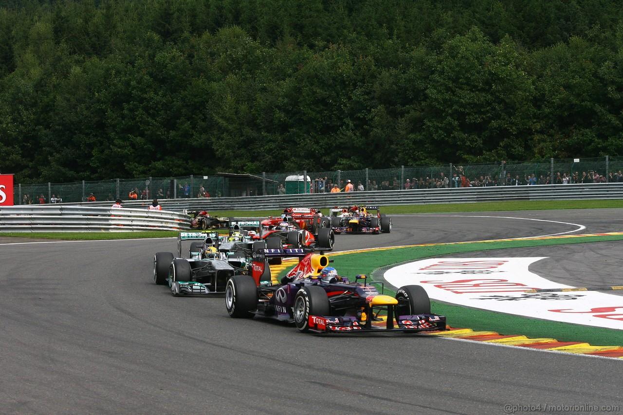 GP BELGIO, 25.08.2013-  Gara, Sebastian Vettel (GER) Red Bull Racing RB9 davanti a Lewis Hamilton (GBR) Mercedes AMG F1 W04