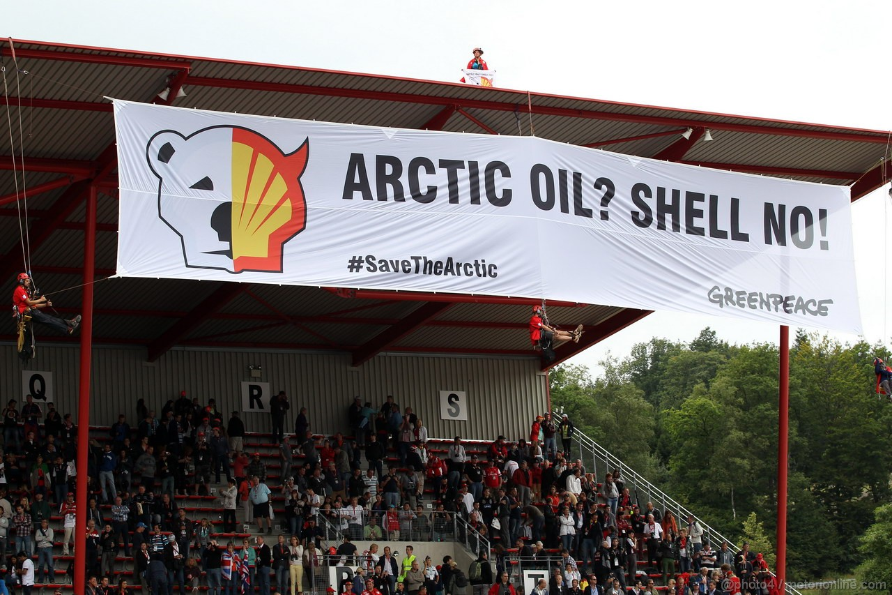 GP BELGIO, 25.08.2013-  Gara, Greenpeace make a protest against race title sponsors Shell at the grand stand