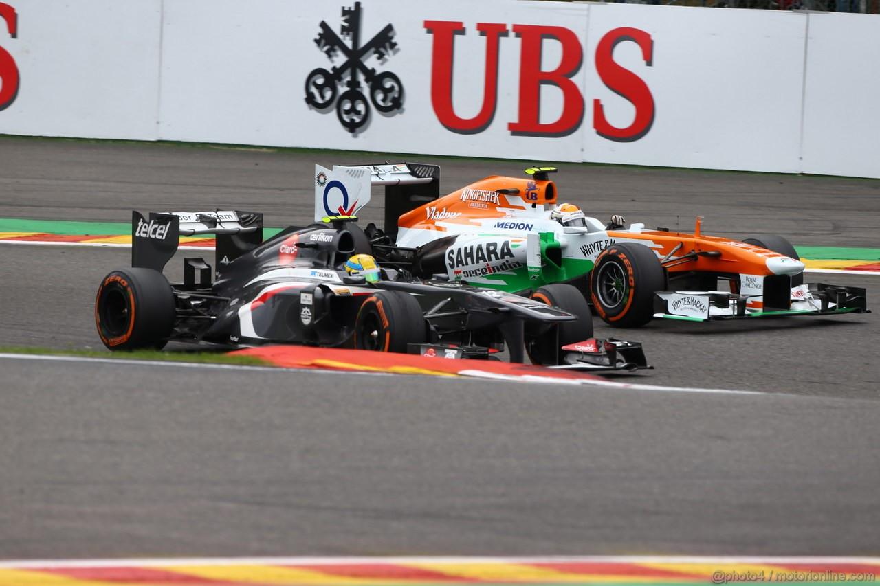 GP BELGIO, 25.08.2013-  Gara, Esteban Gutierrez (MEX), Sauber F1 Team C32 e Adrian Sutil (GER), Sahara Force India F1 Team VJM06