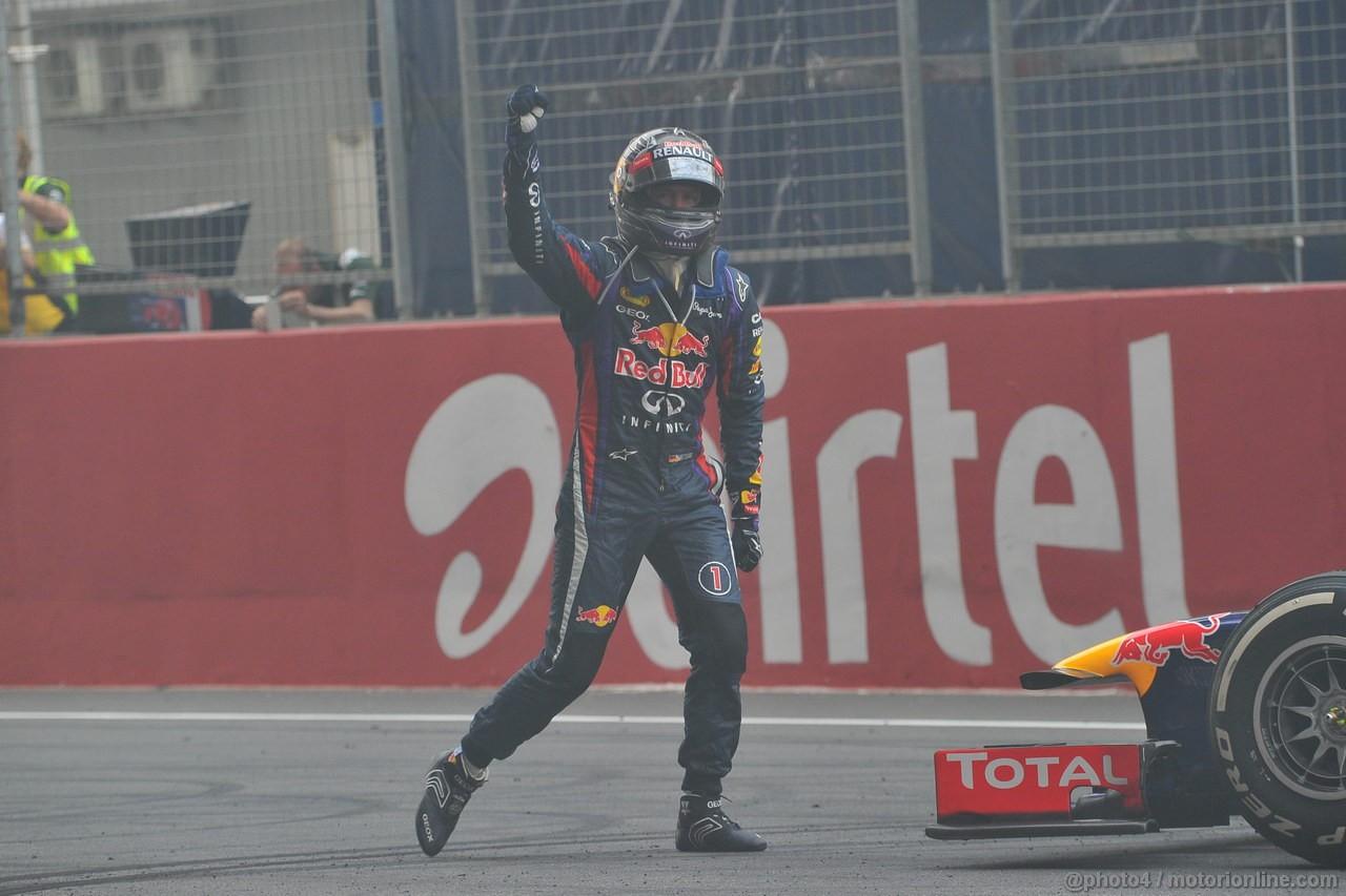 GP INDIA, 27.10.2013- Sebastian Vettel (GER) Red Bull Racing RB9 celebrates the world title