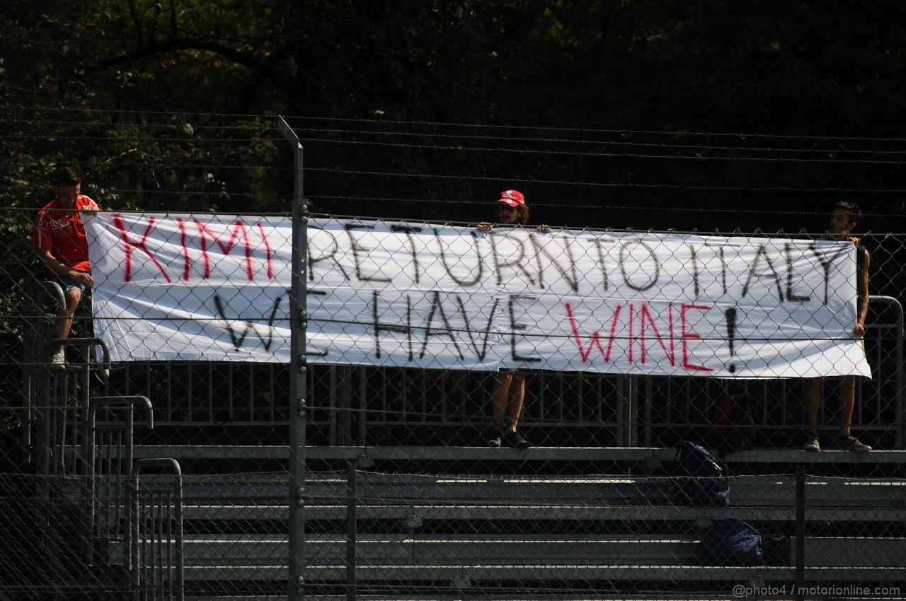 GP ITALIA, 06.09.2013- Free practice 2, Italian fans show a banner for Kimi Raikkonen (FIN)