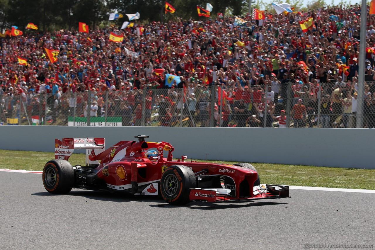 GP SPAGNA, 12.05.2013-  Gara, Fernando Alonso (ESP) Ferrari F138 vincitore with the spain flag