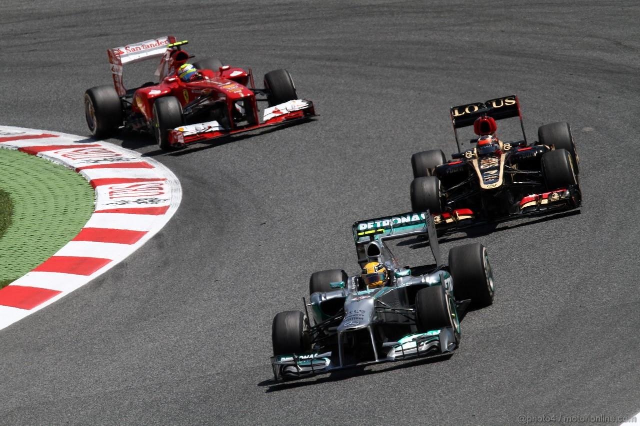 GP SPAGNA, 12.05.2013-  Gara, Lewis Hamilton (GBR) Mercedes AMG F1 W04 davanti a Kimi Raikkonen (FIN) Lotus F1 Team E21