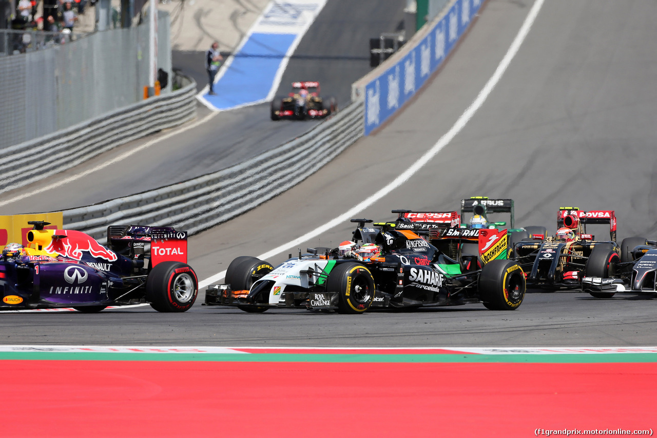 GP AUSTRIA, 22.06.2014- Gara, Start of the race, Sergio Perez (MEX) Sahara Force India F1 VJM07 nd Adrian Sutil (GER) Sauber F1 Team C33