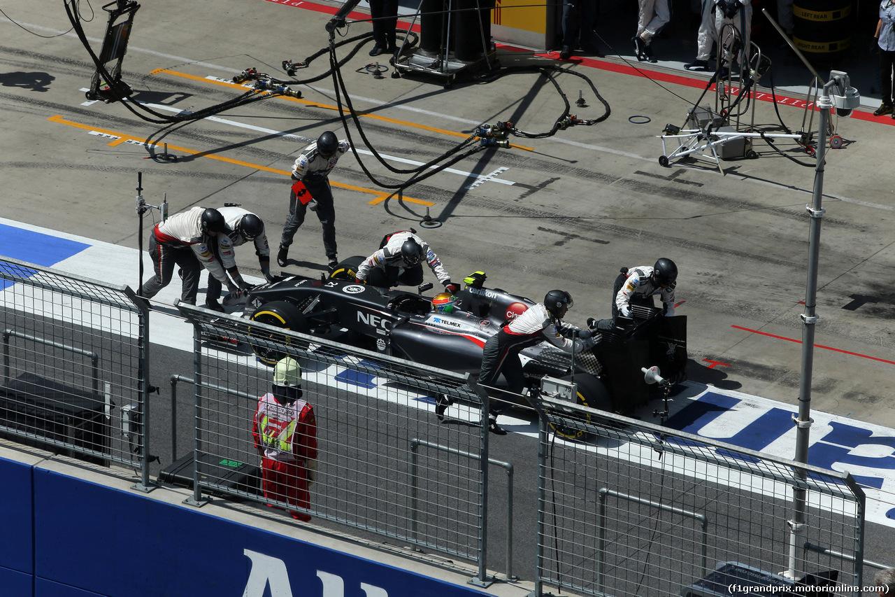 GP AUSTRIA, 22.06.2014- Gara, Pit stop, Esteban Gutierrez (MEX), Sauber F1 Team C33 retires from the race