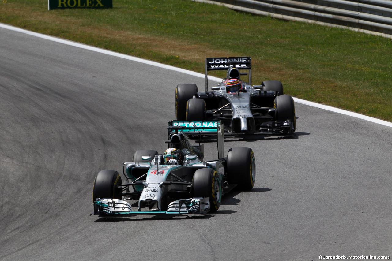 GP AUSTRIA, 22.06.2014- Gara, Lewis Hamilton (GBR) Mercedes AMG F1 W05 davanti a Jenson Button (GBR) McLaren Mercedes MP4-29