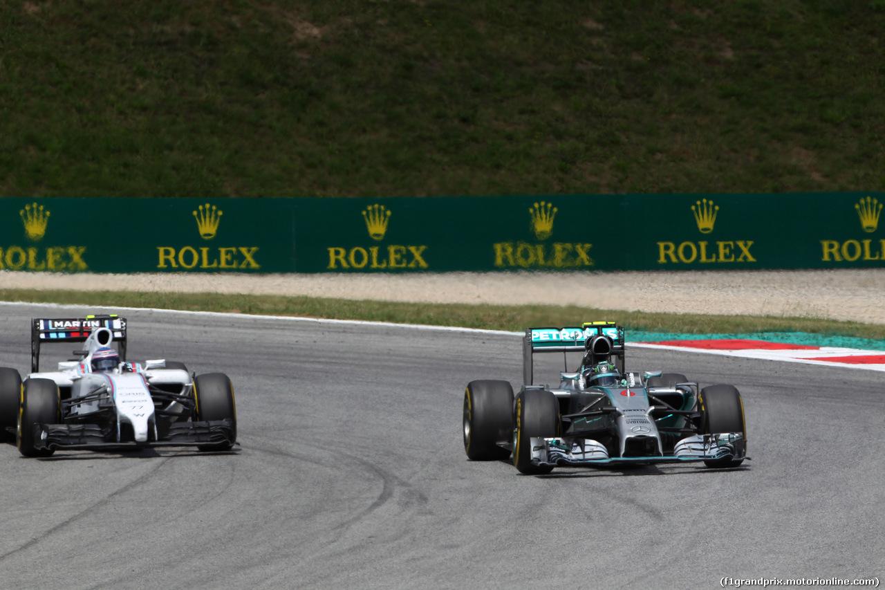GP AUSTRIA, 22.06.2014- Gara, Nico Rosberg (GER) Mercedes AMG F1 W05 pass Valtteri Bottas (FIN) Williams F1 Team FW36