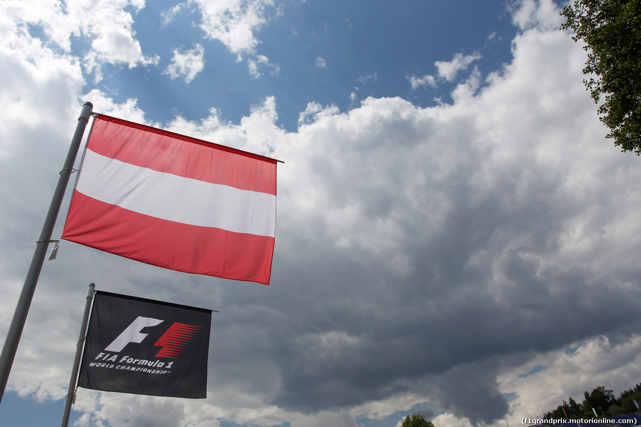 GP AUSTRIA, 19.06.2014- Austrian flag e F1 flag