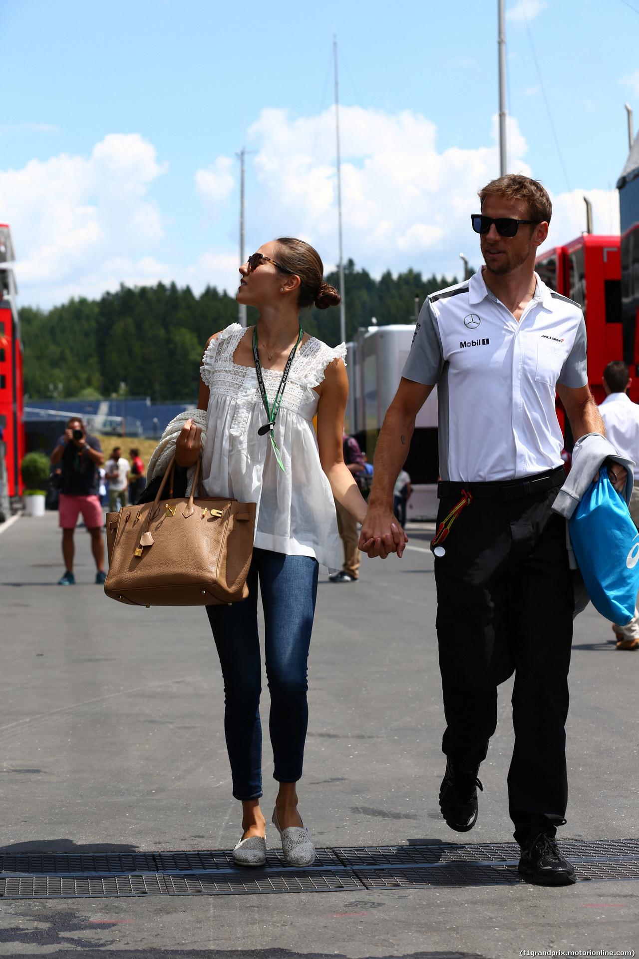 GP AUSTRIA, 19.06.2014- Jenson Button (GBR) McLaren Mercedes MP4-29 e Domenica Jessica Michibata (GBR)