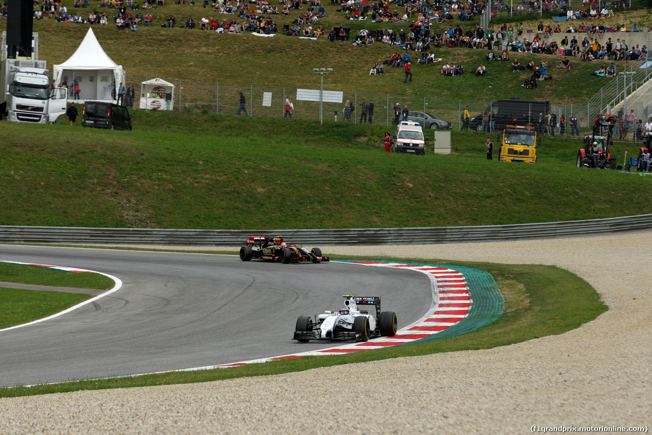 GP AUSTRIA, 21.06.2014- Prove Libere 3, Valtteri Bottas (FIN) Williams F1 Team FW36 davanti a Pastor Maldonado (VEN) Lotus F1 Team E22
