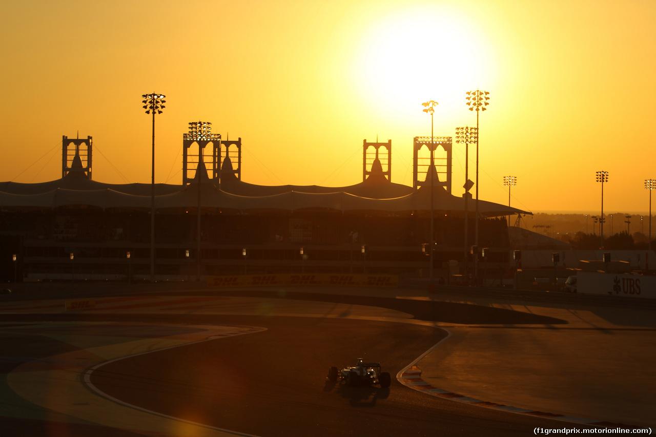 GP BAHRAIN, 06.04.2014- Gara, Lewis Hamilton (GBR) Mercedes AMG F1 W05